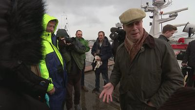 Farage visits locals at Grimsby fish market