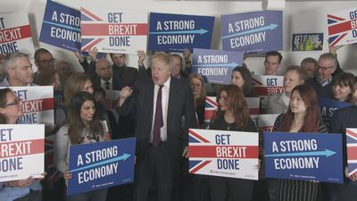 Boris Johnson gives rousing speech for 'final furlong'