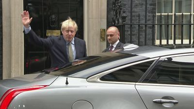 Boris Johnson travels to Buckingham Palace