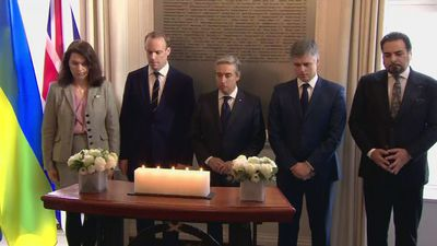 Foreign ministers pay respects to Iran plane victims