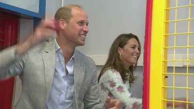 Prince William and Kate win at amusement arcade