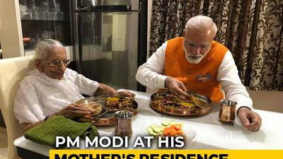 PM Modi Has Birthday Lunch With Mother, Seeks Her Blessing