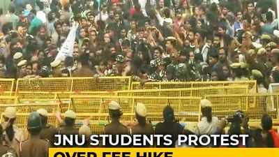 Protest Breaks Out At JNU Over Fee Hike On Convocation Day