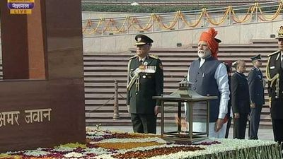 PM Modi Pays Tribute At National War Memorial On Republic Day