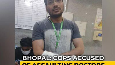 "Bhopal Cops Accused Of Assaulting Doctors For ""Spreading Coronavirus"""