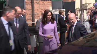 Kate shows how to dress for a royal tour