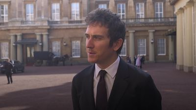 Geraint Thomas talks fatherhood with Duke of Cambridge as he receives OBE