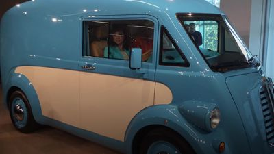 Electric van offering 'cutting-edge' twist on Morris classic unveiled