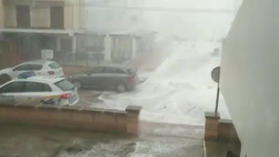 Dramatic moment strong wave crashes into homes in Mallorca