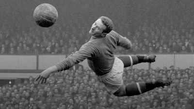 Manchester United great Harry Gregg dies aged 87