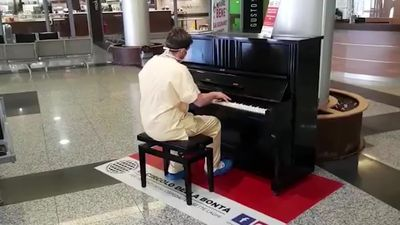 Italian coronavirus doctor plays Don't Stop Me Now on the piano