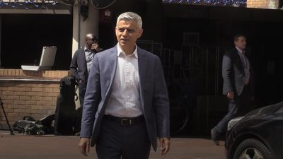 Sadiq Khan urges Londoners to behave responsibly ahead of pubs reopening