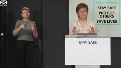 Nicola Sturgeon urges Scots to comply with face covering rules