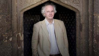 Philip Pullman criticises 'disgraceful' Government