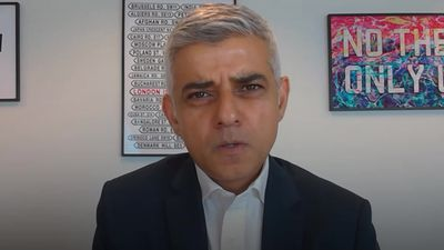 London mayor: Government messaging on face coverings 'shambolic'