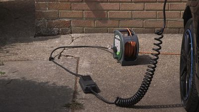 Different ways to charge an electric car