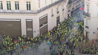 Riot police use tear gas on Paris protesters