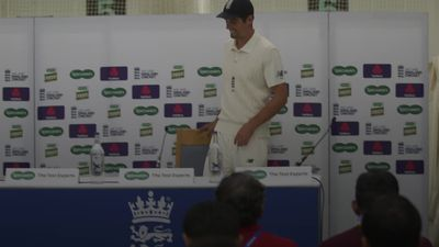 Alastair Cook to be knighted for services to cricket