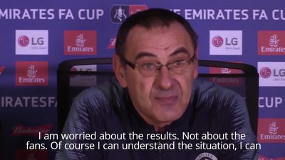 Sarri not concerned as Chelsea fans turn against manager