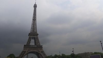 Eiffel Tower closed after visitor tries to scale it