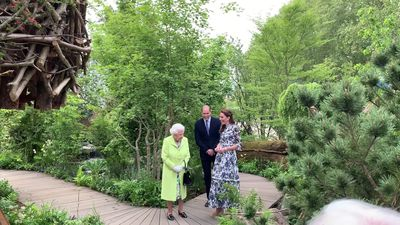 The Queen joins Will and Kate at Chelsea Flower Show