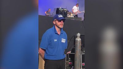 Security guard sings along to The Charlatans at Glastonbury