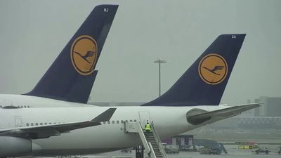 Lufthansa vows company revamp as losses balloon
