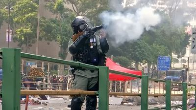 Hong Kong police lay siege at fortified university