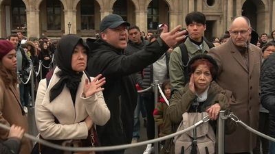 Strikes block Paris' Louvre, leaving some tourist uproar