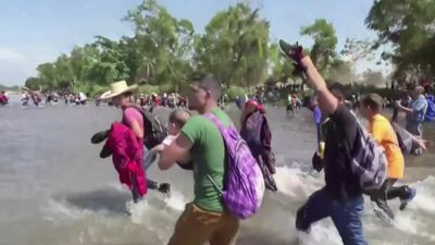 Central American migrants cross river into Mexico