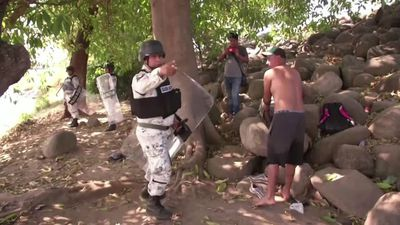 Migrants clash with Mexican troops at border