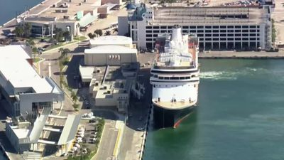 Coronavirus-hit cruise ships able to dock in Florida
