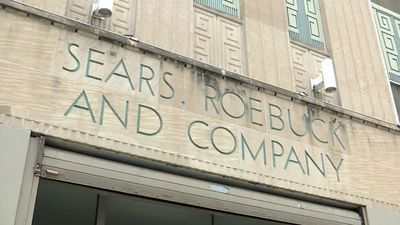 Sears chairman wins bankruptcy auction