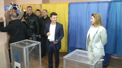 Comedian favorite to win Ukranian election as voters head to polls