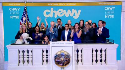 Chewy debut gives Wall St. a taste of booming pet market