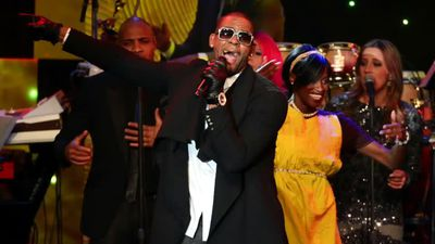 R. Kelly arrested in Chicago on federal charges
