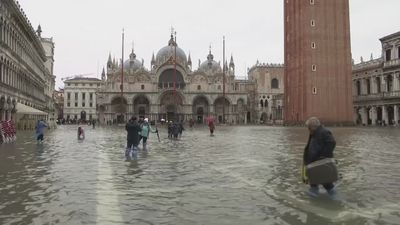 Despite tourist spectacle, flooding 'real problem' for Venice