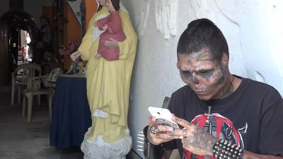 Man cuts off nose, ears, and tattoos face to resemble skull