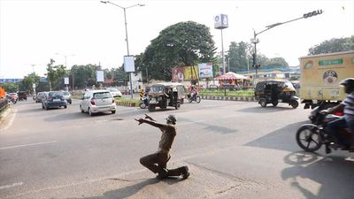 All-singing, all-dancing traffic cop turns heads in India