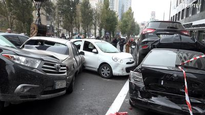 Dramatic car crash involving 19 vehicles takes place in Kiev