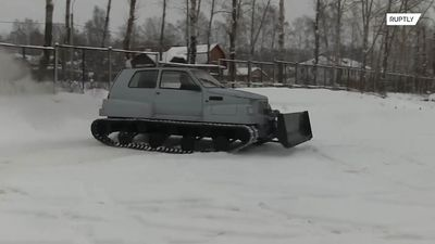 Russian pensioner transforms car into military vehicle