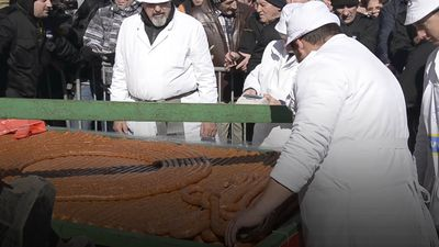 Serbian's chomp on world's longest sausage coil