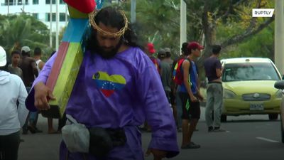 Venezuelan Jesus walks with cross for 24 days to shed light on migration crisis