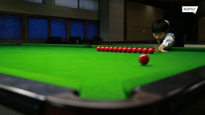 10-year-old Chinese billiard hotshot shows the pros how to pot