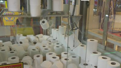 Loo-dicrous! English Arcade uses TOILET ROLLS for prizes amid coronavirus panic-buying