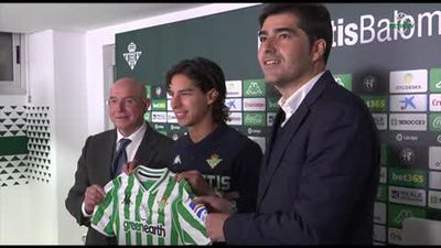 Mexican wonderkid Lainez presented as Real Betis player