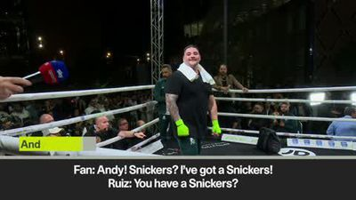 Ruiz enjoys Snickers chocolate bar banter with fans at public work out