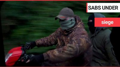 """Terrifying footage shows pro-hunt masked """"thugs"""" chase off hunt saboteurs on a quad bike - thumping"""