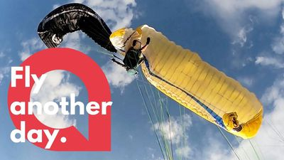 The moment two paragliders are involved in a mid-air collision
