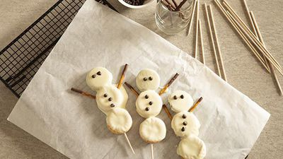 WATCH: How to make Olaf and Frosty the Snowman Oreo pops